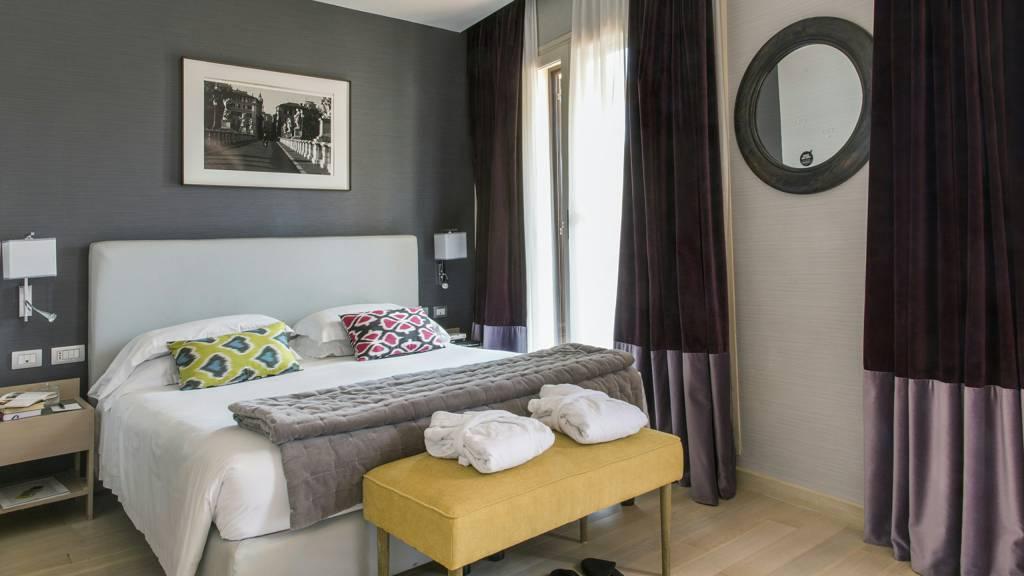 hotel-adriano-roma-camera-deluxe-con-terrazzo-03