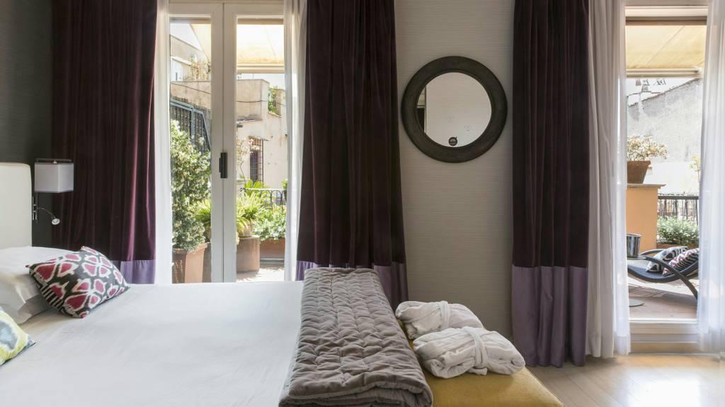 hotel-adriano-roma-camera-deluxe-con-terrazzo-05