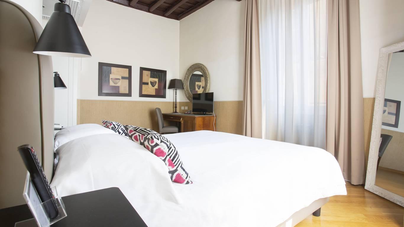 z-01A4537-hotel-adriano-roma-camera-Matrimoniale-Classica-Dus-classica