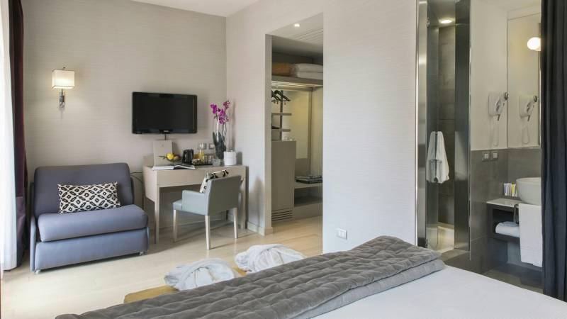 hotel-adriano-roma-camera-deluxe-con-terrazzo-01