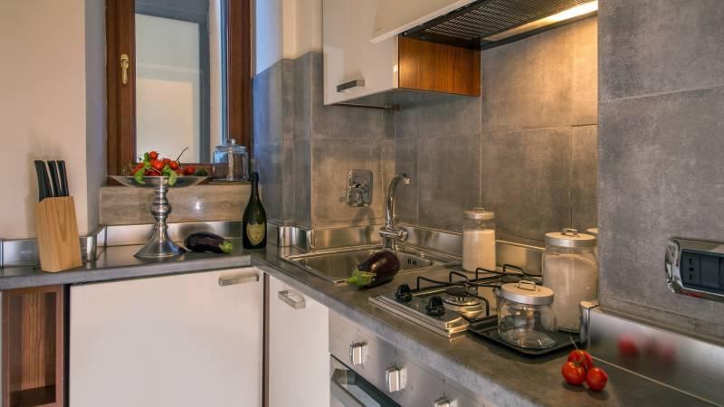 hotel-adriano-roma-cucina-appartamento-IMG-8689